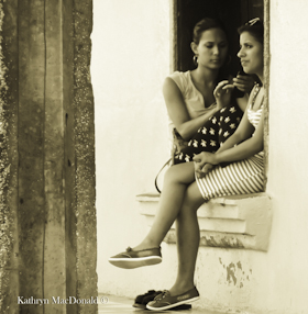 P205 B&W Girls-window - Web LR-1